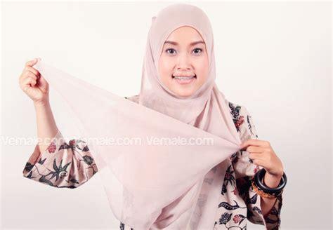 Jilbab Segi Empat Dan Cara Pemakaiannya cara memakai jilbab segi empat simpel
