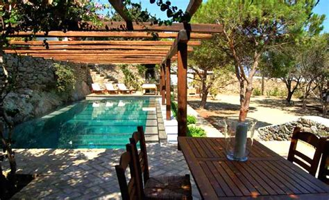 Cover Your Swimming Pool With Luxury Pool Pergolas