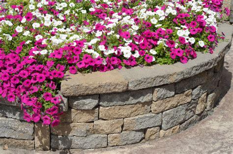 Retaining Wall To Level Backyard 27 Backyard Retaining Wall Ideas And Terraced Gardens