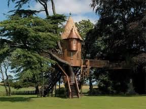 awesome tree houses miscellaneous tree house amazing with mansion tree house amazing treehouses com treehouses