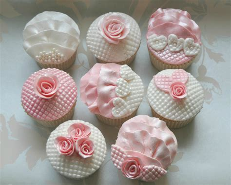 Quilted Cupcake by 4 Creative Ideas For Using Ready To Roll Icing On Cupcakes