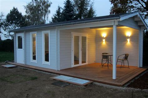 graue fassade gartenhaus grau wei 223 moderner gartentrend mit stil