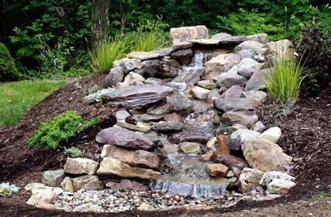 cascate da giardino cascate pietra giardino acqua come fare cascate in pietra