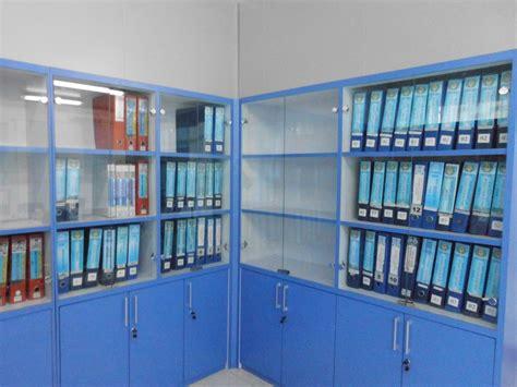 Lemari Arsip Kantor lemari arsip dokumen kantor besar dengan pintu kaca