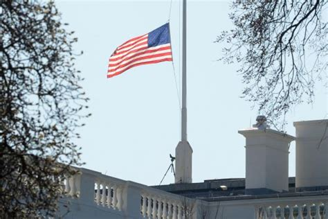 white house flag half staff nancy reagan s children pay tribute white house flag lowered to half staff gephardt