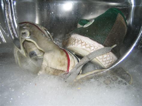 can you wash shoes in the washing machine washing machine can you wash shoes in the washing machine