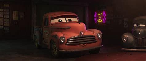 Disney Pixar Cars 3 Smokey smokey personnage dans cars 3 pixar planet fr
