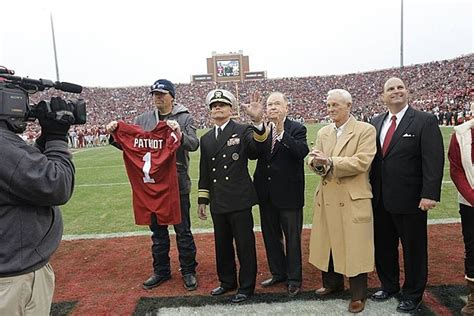 toby keith football toby keith named oklahoma university s patriot of the game