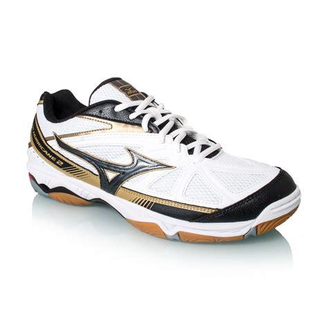 Promo Seindonesia Mizuno Wave Huricane 2 mizuno wave hurricane 2 mens indoor court shoes white black gold sportitude