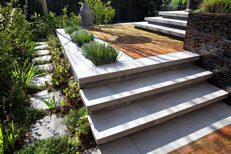 small and minimalist designed outside steps made with hardscapes concreteworks