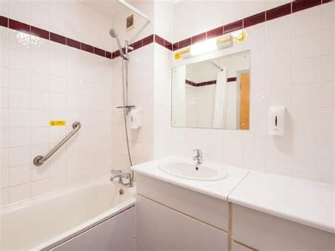 roche bathrooms bodmin roche bathroom with bath picture of travelodge