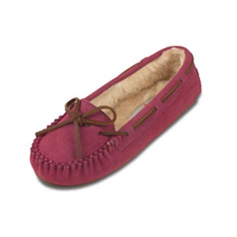 minnetonka womens slippers s minnetonka moccasin 174 pile lined cally slippers