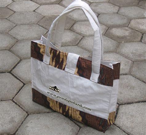 Tas Batok Kelapa Variasi Model Kancing 1 tas bingkisan pendopo batik