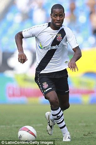 dede vasco da gama manchester united battling benfica for dede of vasco da