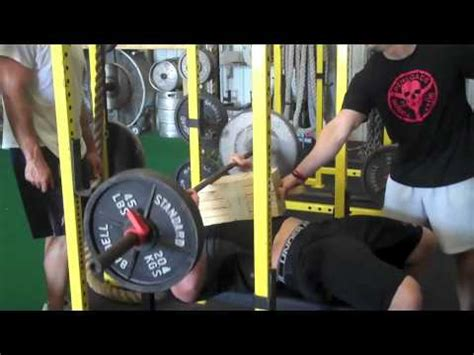 jj watt bench press brian cushing and jj watt triceps death youtube