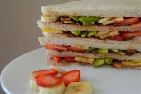 Tuntunan Praktis Dan Padat Bagi Ibu Dari A Sai Z Karmedia sarapan praktis dengan sandwich buah