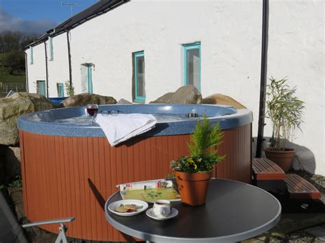 beautiful farm cottages with tub for 2 3 or 4 nights