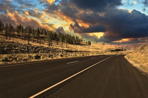 american best picture the world s best american road to sunset stock photo