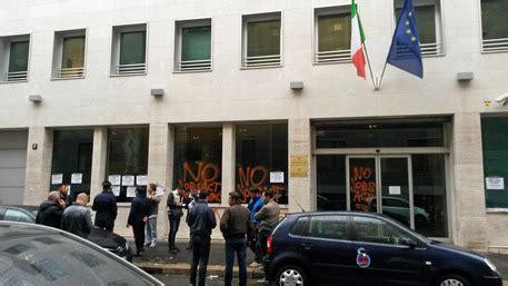 sede ministero lavoro blitz protesta a sede ministero a ultima ora