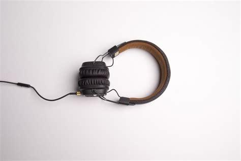 Headphone Untuk earphone sebabkan gangguan pendengaran miliaran anak muda republika