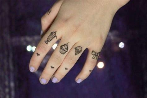 tatuagem no dedo a tattoo para quem ama delicadeza fotos