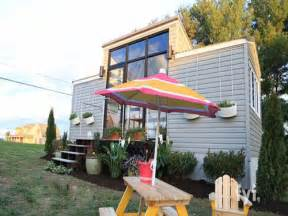 Tiny Houses Tv Show Tv Show Tiny House Nation Tiny House Movement