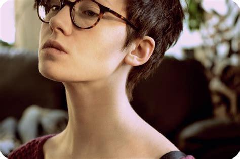 short hairstyles  wear  glasses hair