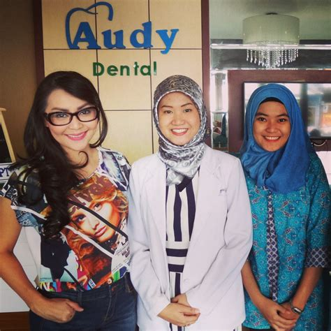 Pembersihan Karang Gigi Di Audy Dental Veneer Gigi Thessa Kaunang Di Audy Dental Jakarta Audy