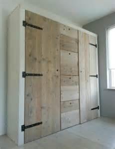 armarios hechos con palets muy originales para guardar tu