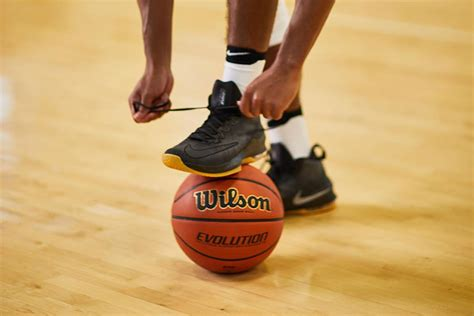 how to choose basketball shoes tips for buying basketball shoes pro tips by s