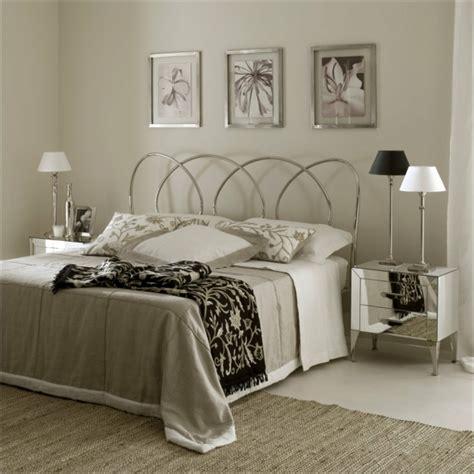 schlafzimmer mit metallbett schlafzimmer gestalten 144 schlafzimmer ideen mit stil