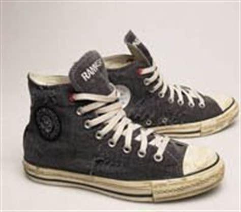 Sepatu Converse Ramones let stype arturo e o logo dos ramones