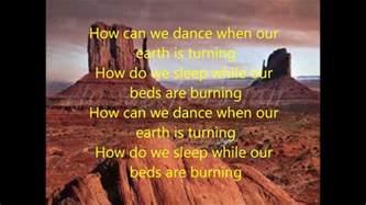 beds are burning midnight lyrics