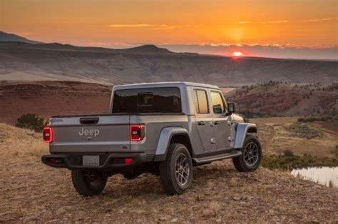 2020 jeep gladiator overland 2020 gladiator is jeep s heroic return to up truck