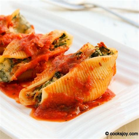 spinach and ricotta stuffed shells on http cooksjoy