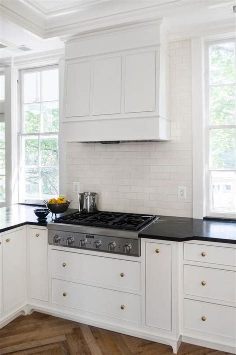 Hardware For White Kitchen Cabinets by White Kitchen Cabinets With Brass Hardware And Black