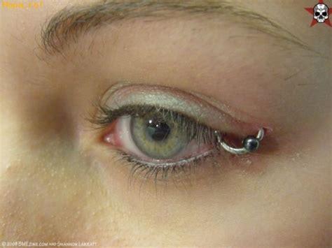 eyeball tattoo would you consider getting it done piercing en el ojo fotos comicas emo funpub net