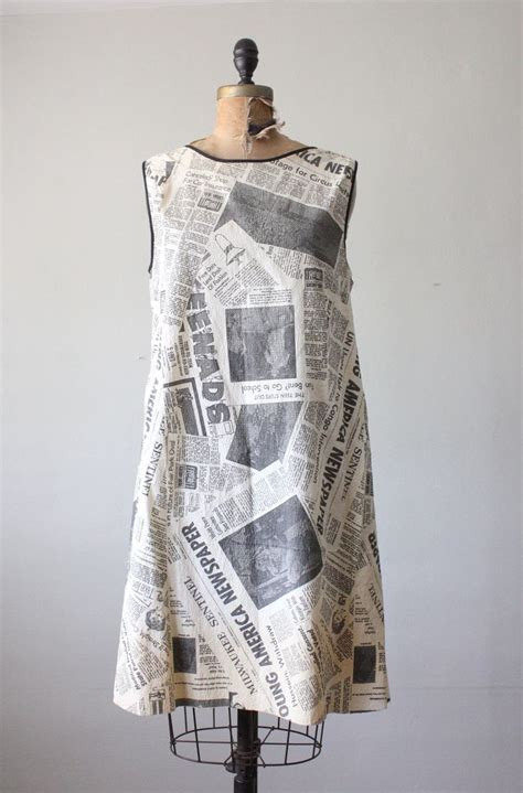 How To Make Paper Dress - newspaper dress 1960 s paper dress newspaper dress l
