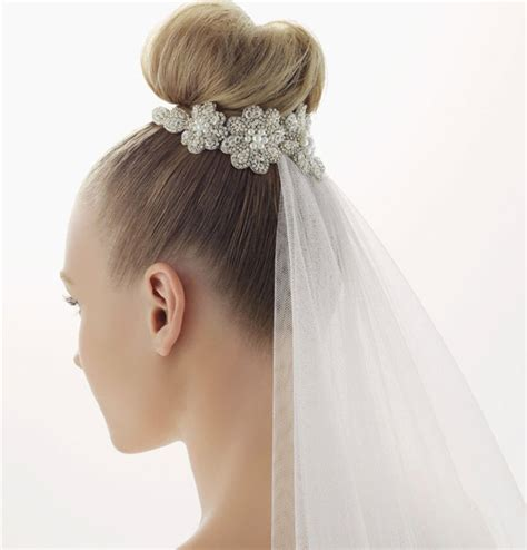 Wedding Hairstyles With High Veil by 10 Fabulous Updo Hairstyles With Bridal Veil Everafterguide