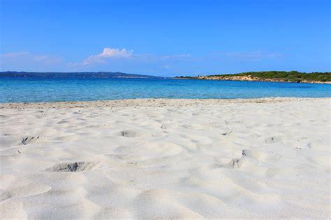 sulla spiaggia spiaggia grande calasetta sardegna foto e mappe