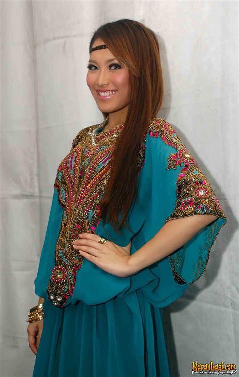 Baju Ting Ting Ungu kapanlagi ashanty jalani ramadan selebritis ini