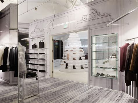 design interior butik a giant crystal cake made of shoes in the middle of the