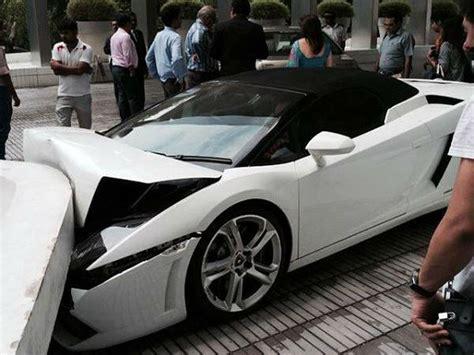 Lamborghini Smash Lamborghini Crashed In New Delhi By Hotel Valet Drivespark