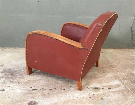 fauteuil club pas cher ancien fauteuil style club en bois et simili cuir mobilier industriel et vintage