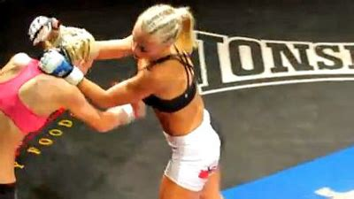 Former nfl cheerleader rachel wray wins second consecutive mma fight