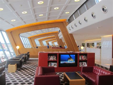 emirates qantas club review qantas first class lounge sydney syd one mile at