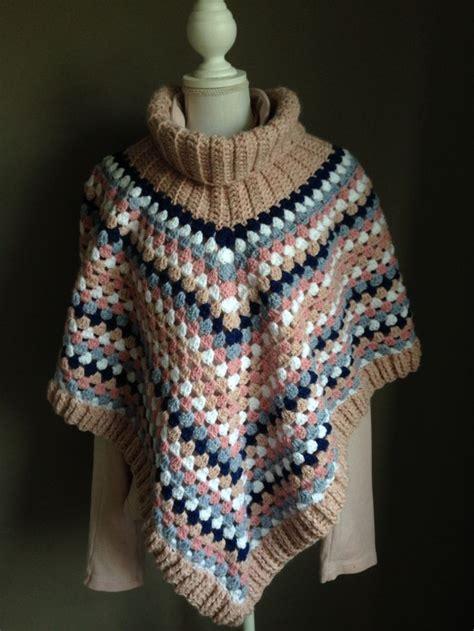 Handmade Ponchos - poncho met kol in roze en blauwtinten handmade by jufsas