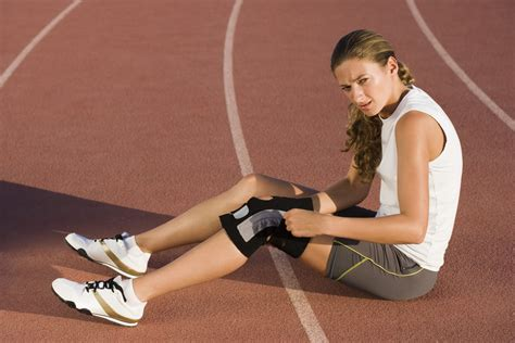Knee Support Athlet Sport athletes 3 times more likely to acl injuries
