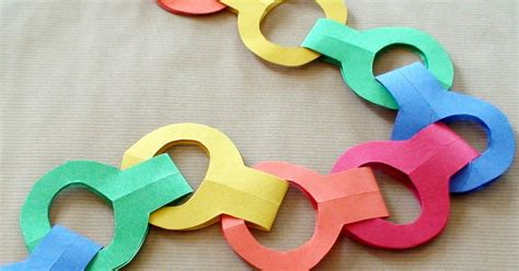Paper Chains - world preschool stapleless paper chains