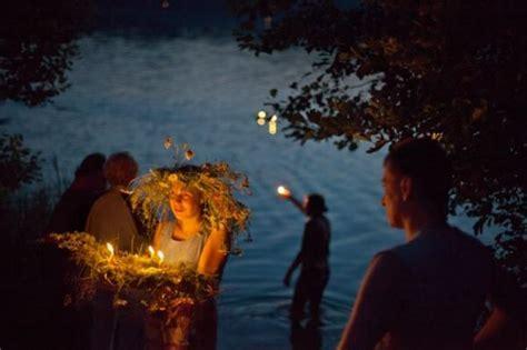 candele napoli la notte delle candele nella villa delle fate sulla